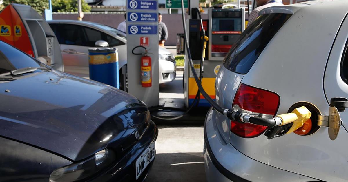 ICMS sobre combustível: Bolsonaro diz que deve levar ação ao STF para definir valor fixo
