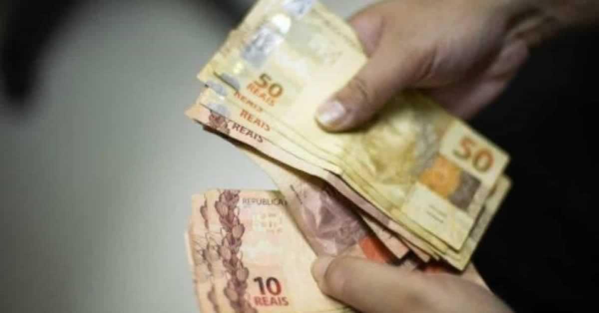 Câmara quer antecipar abono salarial em razão da crise econômica
