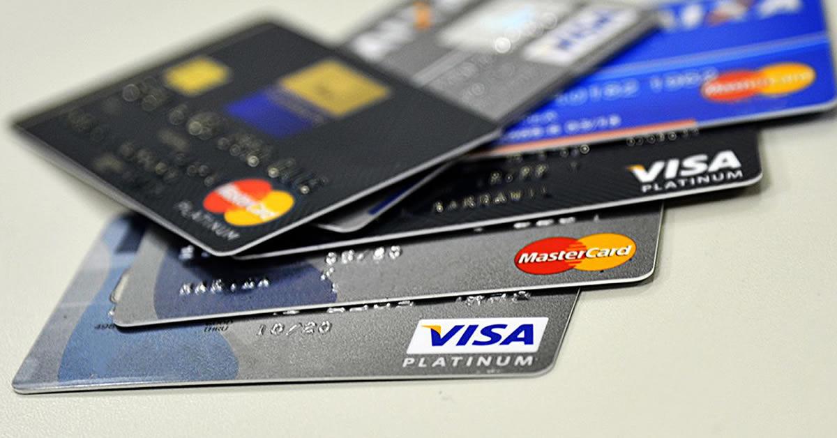 Oito em cada dez famílias paulistanas têm dívidas com cartão de crédito