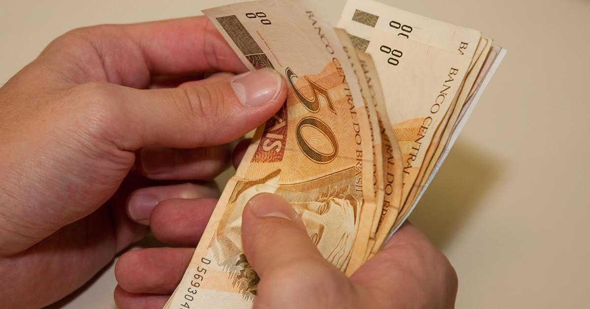 Coronavírus: Bolsonaro anuncia auxílio de R$ 600 a Autônomos e Informais
